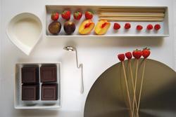 Ingredienti: azoto liquido, frutta a dadini, cioccolato fondente, panna